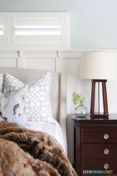 How to Mix PIllow Patterns Like a Pro - including tons of other tips on all things throw pillow related! via Life On Virginia Street