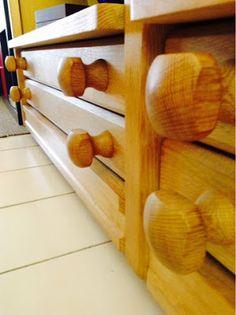 Les meubles VOTRE MAISON des designers Guillerme et Chambron.: Chaises