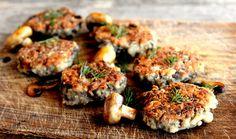 Na povrchu křupavé, uvnitř šťavnaté, voňavé a plné chuti. Karbanátky připravené zhub potěší vegetariány, zachutnají ale i zapřisáhlým masožroutům. Chutnají totiž vážně skvěle. Inspirujte se dalším zkrajových receptů, který byste určitě měli vyzkoušet. Asparagus And Mushrooms, Stuffed Mushrooms, Stuffed Peppers, Mushroom Pasta Bake, Sauteed Greens, Mushroom Burger, Canned Chickpeas, Mushroom Recipes, Vegetarian Recipes