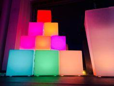 Besoin d'idées cadeaux pour Noël ? Mobilier lumineux à prix usine : http://www.livedeco.com/mobilier-lumineux/cadeaux-de-noel.html