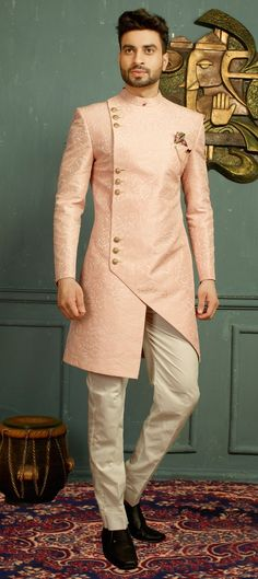 Indo-Western wear simply means the fusion of Indian and western wear. Read on to know about how to style indo-western outfits to style it like a pro. Sherwani For Men Wedding, Wedding Dresses Men Indian, Wedding Dress Men, Men's Wedding Wear, Wedding Men, Mens Indian Wear, Indian Men Fashion, Dress Suits For Men, Men Dress