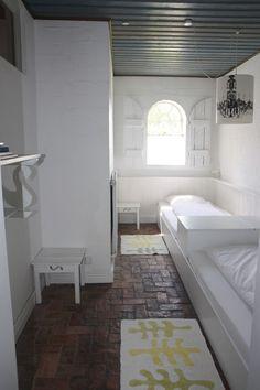 Die kleine Wohnung bietet ein Schlafzimmer für zwei Personen sowie ...