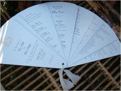 Ótima ideia para casamentos ao ar livre: leques-programas, ou seriam programas-leques?