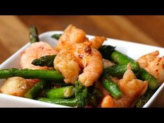 This Healthy Shrimp And Asparagus Stir-Fry Is Under 300 Calories. Under 300 calories is a very small serving. I had almost 2 servings. Fish Recipes, Seafood Recipes, Asian Recipes, New Recipes, Dinner Recipes, Cooking Recipes, Favorite Recipes, Healthy Recipes, Healthy Meals