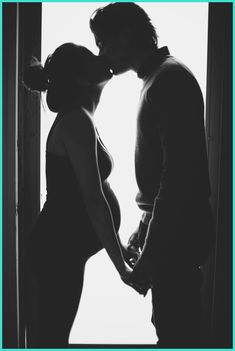 [Pregnancy Photography] How to Give a Professional Look to Your Maternity Photography -- Check this useful article by going to the link at the image. #PregnancyPhotoIdeas