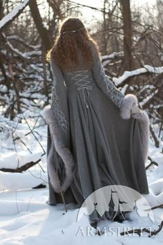 "Mantel aus Wolle ""Die Nachfolgerin des Winters"" Heritrix of the Winter Wool Coat – medieval renaissance cloak cape fantasy Medieval Fashion, Medieval Clothing, Historical Clothing, Medieval Costume, Medieval Dress, Fantasy Dress, Larp, Coat Dress, Wool Coat"