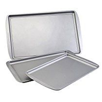 Farberware Nonstick Bakeware 3-Piece Cookie Pan Set, Gray. This convenient triple pack gives you three different sizes of our heavy weight cookie pans. The nonstick surfaces make cleanup easy and allow you to bake cookies without greasing the pan. The color of a baking pan influences the browning of your baked goods - the darker the color, the more browning occurs.