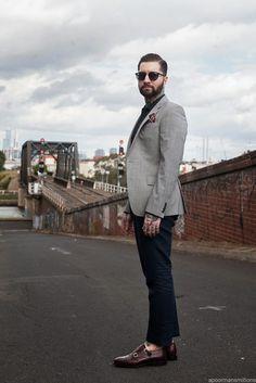 "apoormansmillions: ""Stand By Me (par Jared Acquaro) Modern Gentleman, The Sartorialist, Modern Mens Fashion, Classic Fashion, Blazer Fashion, Men's Fashion, Fashion Trends, Fashion Blogger Style, Suits"
