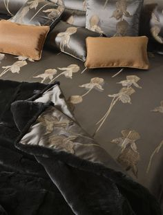 {Collection V by Rubelli} love the duvet cover. Soft & silky is a great sleep enhancer to me :)