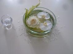Centres de table avec fleurs immergées