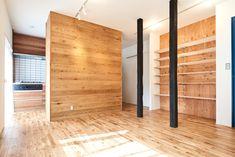 Minamisakurai House 埼玉県春日部市にある戸建のリノベーション。 戸建ならではの梁を生かし、素材感溢れる空間を目指しました。 各所に板… 専門家:ツバメクリエイツが手掛けた戸建リノベーション・リフォーム住宅事例:木の温もり溢れる上質な住まいのページ。リノベーション・リフォーム、注文住宅の事例多数、SUVACO(スバコ)