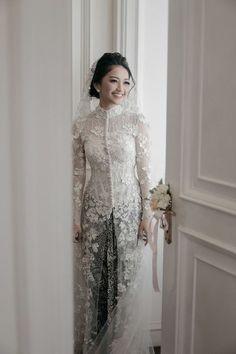 Wedding Reception Outfit For Bride Dress Styles Ideas Kebaya Wedding, Muslimah Wedding Dress, Muslim Wedding Dresses, Wedding Gowns, Lace Wedding, Kebaya Muslim, Kebaya Hijab, Muslim Dress, Dress Brokat Modern