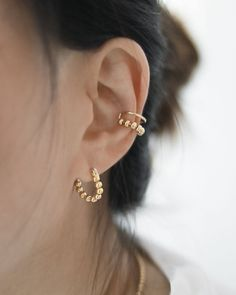 Gold Earring Studs / Solid Gold Circle Stud Earrings / Circle Wire Stud Earrings / Gold Hoop Earrings / Dainty Gold Earrings Karma Studs Our circle earrings with their geometric style are perfect for those who love geometrys strictness but also appre Gold Bar Earrings, Peridot Earrings, Tiny Stud Earrings, Bridal Earrings, Crystal Earrings, Diamond Earrings, Minimalist Earrings, Birthstone Jewelry, Purple Wedding