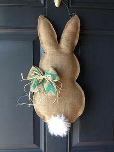 Une Couronne DIY pour la fête de Pâques! 18 idées... Inspirez-vous! une Couronne DIY pour la fête de Pâques. Si vous aimez décorer votre maison pendant les périodes de fêtes, Pâques peut vous réserver de belles surprises. La guirlande est un él...