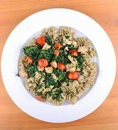 Egyszerű olaszos spenótos csirke | Clean Eating Magyarország Pasta Salad, Risotto, Protein, Clean Eating, Ethnic Recipes, Food, Crab Pasta Salad, Eat Healthy, Healthy Nutrition