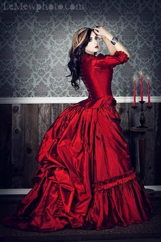 Bustle dress-Brom Stokers Dracula
