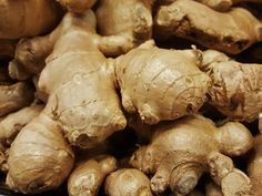 Ginger May Help Fight Lung Cancer - Lung Cancer Blog Growing Vegetables Indoors, Easy Vegetables To Grow, Ayurveda, Home Remedies, Natural Remedies, Growing Ginger, Ginger Plant, Health Benefits Of Ginger, Ginger Essential Oil
