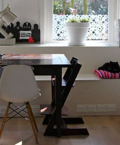 Vinilos para ventanas que sirven para decorar y dar intimidad 10 Window Film, Window Decals, Own Home, Ramen, Desk, Windows, Studio, Room, Furniture