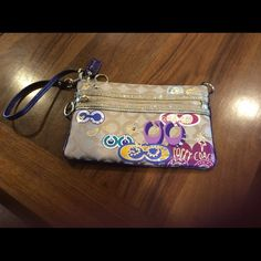 Coach Large Wristlet Authentic Coach Large Wristlet. Has 2 zippers on the outside of the front of it. Nice and large inside!! Coach Bags Clutches & Wristlets