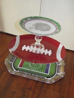 Score a touchdown with your party guests on game day with these cool DIY Super Bowl party ideas. From DIY snack stadiums to field goals made out of empty soda cans and felt football field Football Banquet, Football Tailgate, Football Themes, Football Birthday, Football Season, Tailgating, Football Party Decorations, Football Humor, Football Shirts