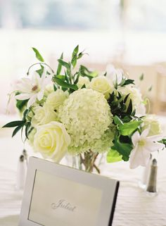 Such a gorgeous floral arrangement for the table