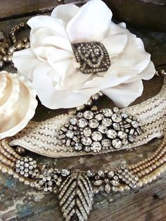 I could make something like this out of vintage jewelry...Pretty!