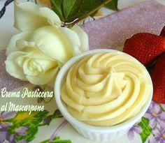 La crema pasticcera al mascarpone è una golosa variante alla più classica base di pasticceria. Ottima per farcire crostate e torte,dal gusto irresistibile!