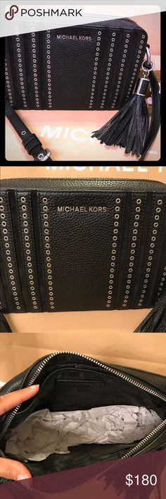 👜MK crossbody 👜 Black crossbody with silver detail along the bag. This is a a larger style of crossbody. New with tags. No trades. Michael Kors Bags Crossbody Bags