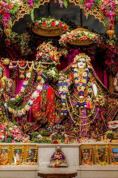Radha Krishna Love Quotes, Lord Krishna Images, Radha Krishna Photo, Krishna Photos, Krishna Art, Iskcon Krishna, Shree Krishna, Radhe Krishna, Krishna Janmashtami