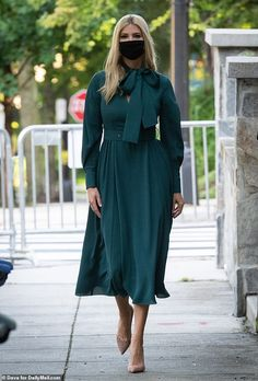 Ivanka Dress, Ivanka Trump Style, Donald And Melania, Emilia Wickstead, First Lady Melania, Thing 1, Down Hairstyles, Green Dress, Cool Outfits