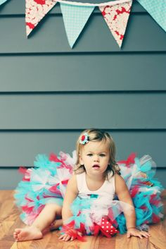 i wanna have my daughter take a photo like this. too adorable