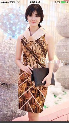 58 Super ideas for dress simple modern African Print Dresses, African Print Fashion, African Wear, African Dress, Batik Couple, Batik Kebaya, Batik Fashion, Vetement Fashion, Ankara Dress