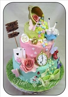 alice in wonderland inspired cake | Pink Sugar: Alice In Wonderland Butter Iced Cake...