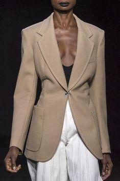 Thierry Mugler at Paris Fashion Week Spring 2019 - Details Runway Photos Blazer Fashion, Suit Fashion, Paris Fashion, Womens Fashion, Fashion Dresses, Fashion Spring, Christian Dior, All Black Fashion, Fashion Edgy