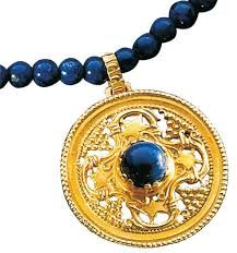 lapis lazuli necklaces + yellow gold - Google zoeken Necklaces, Bracelets, Lapis Lazuli, Pocket Watch, Bracelet Watch, Watches, Yellow, Google, Accessories