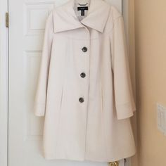 Coat Like New!  Winter White Coat with Gunmetal Grey Buttons Alfani Jackets & Coats