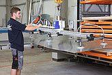 Elevador por vacío VacuMaster Eco para la alimentación de una instalación de corte sin energía externa