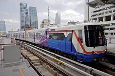 Juna vie matkustajat kätevästi Bangkokin lentoasemalta keskustaan. #Bangkok #Thailand Bangkok Thailand, Train, Vehicles, Zug, Rolling Stock, Strollers, Vehicle, Tools