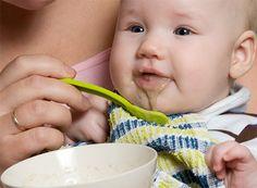 Schema de diversificare a alimentatiei bebelusului care incurajeaza oferirea mai mult de fructe si legume si mai putin a cerealelor fara a le exclude. Toate alimentele la timpul lor! Thing 1, Kids And Parenting, Baby Food Recipes, Food And Drink, Face, Tips, Diet, Recipes For Baby Food, The Face