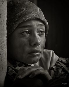Ojos Tristes Sad eyes of hunger and despair Emotional Photography, Face Photography, John Batho, Art Folder, Sad Eyes, Realistic Drawings, Black And White Pictures, Portrait Art, Black And White Photography