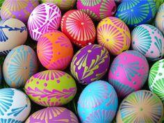 Barevná vajíčka malovaná voskem Coloring Easter Eggs, Egg Coloring, Happy Easter, Wallpaper Backgrounds, Hand Painted, Diy Crafts, Decor, Desktop, Patterns