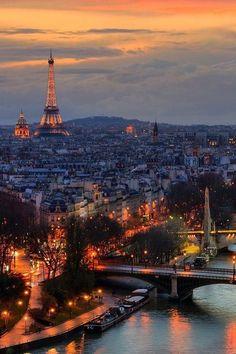 Paris, le dôme des Invalides, la Tour Eiffel, le Palais de Chaillot, vue de la Seine