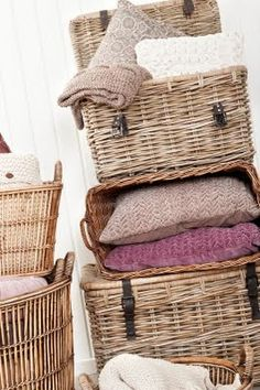Love these baskets! I'd want something similar for the living room :)