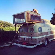 Distractify | This Guy Transformed A Vintage 1940s Bus Into An Awesome Two-Story Home