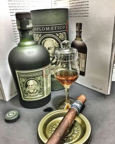 There are probably few places as connected with cigars as Cuba. Good Cigars, Cigars And Whiskey, Scotch Whiskey, Cigar Humidor, Cigar Bar, Rum, Coffee With Alcohol, Premium Cigars, Cigar Accessories