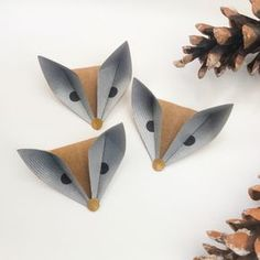 ORIGAMI FOXES - It is a quick and easy model using just one square piece of paper. Diy Origami, Origami And Kirigami, Origami Tutorial, Origami Paper, Diy Paper, Paper Crafting, Oragami, Origami Instructions, Origami Fox Easy