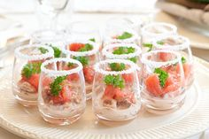 Amuse shrimps with grapefruit Finger Food Appetizers, Healthy Appetizers, Finger Foods, Bistro Food, Dutch Recipes, Xmas Food, Food Decoration, Appetisers, Salad