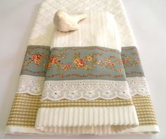 Guest Towels, Hand Towels, Tea Towels, Fabric Crafts, Sewing Crafts, Bathroom Crafts, Decorative Towels, Table Accessories, Linens And Lace