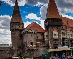 Turist in Romania : Castelul Corvinilor din Hunedoara