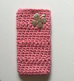 funda para iphone a crochet decorada con un bonito trébol. crochet purse. de myladiescrochet en Etsy